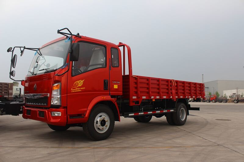 Elegant Howo Light Truck 4x2 5 Ton Capacity Red Color Euro 2 High Safety
